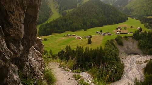 chemin près de la falaise