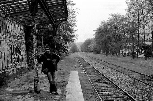 attente d'un train qui n'arrive pas