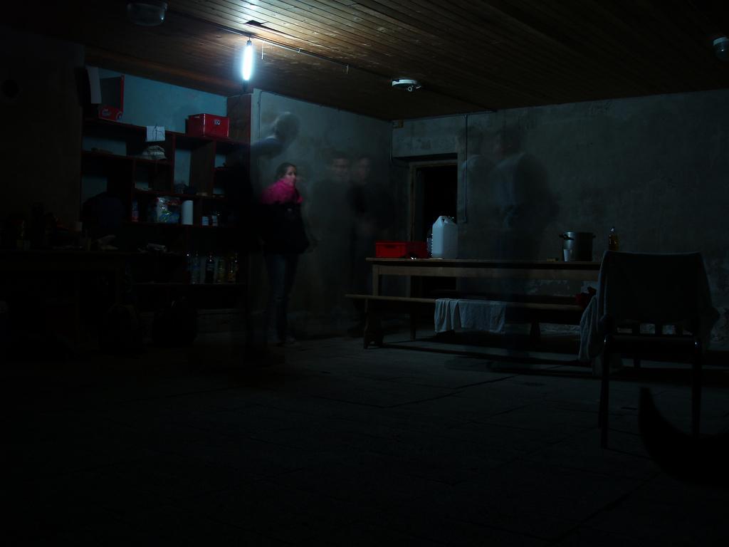 dans le chalet la nuit