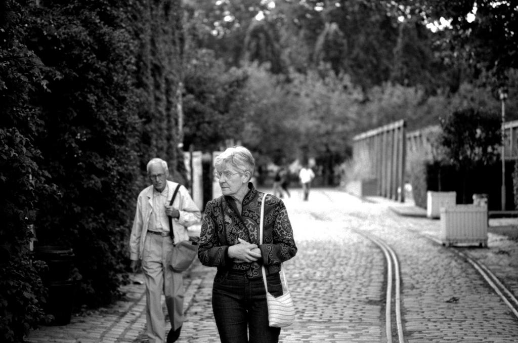 des gens se promenent