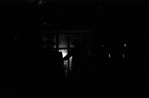 un couloir dans le noir