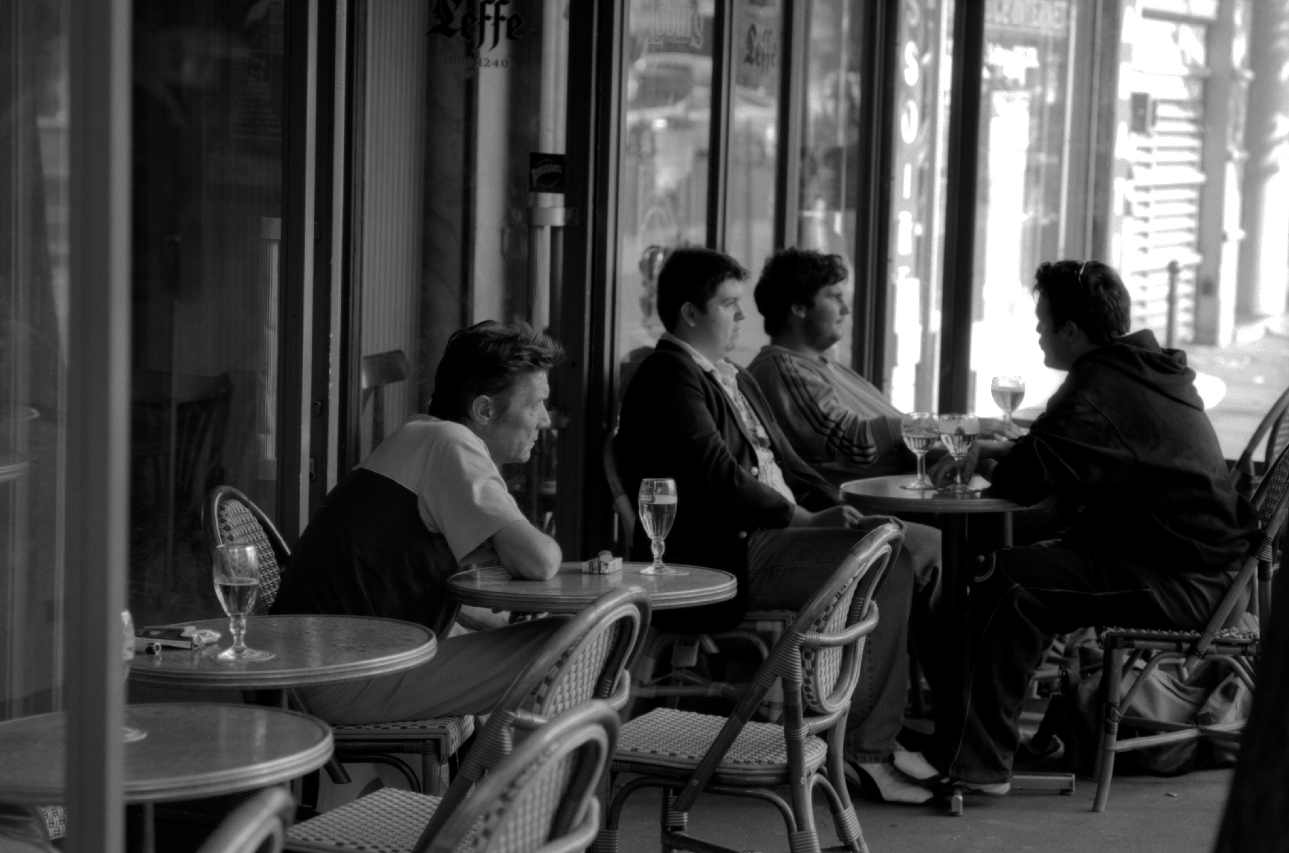 Photo 4022702346 Terrasse De Café