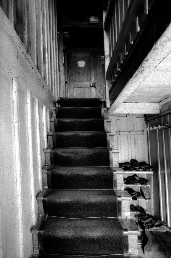 Escalier dans le refuge Moëde Anterne