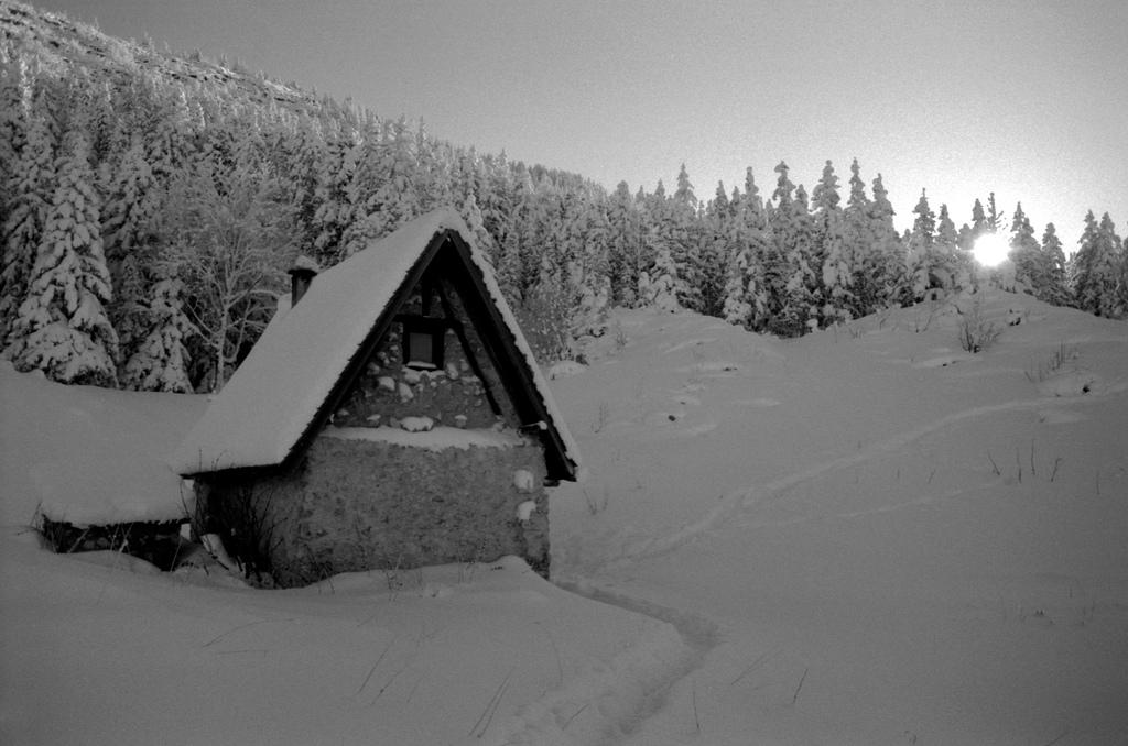 Refuge in the morning - Cabane de Carrette