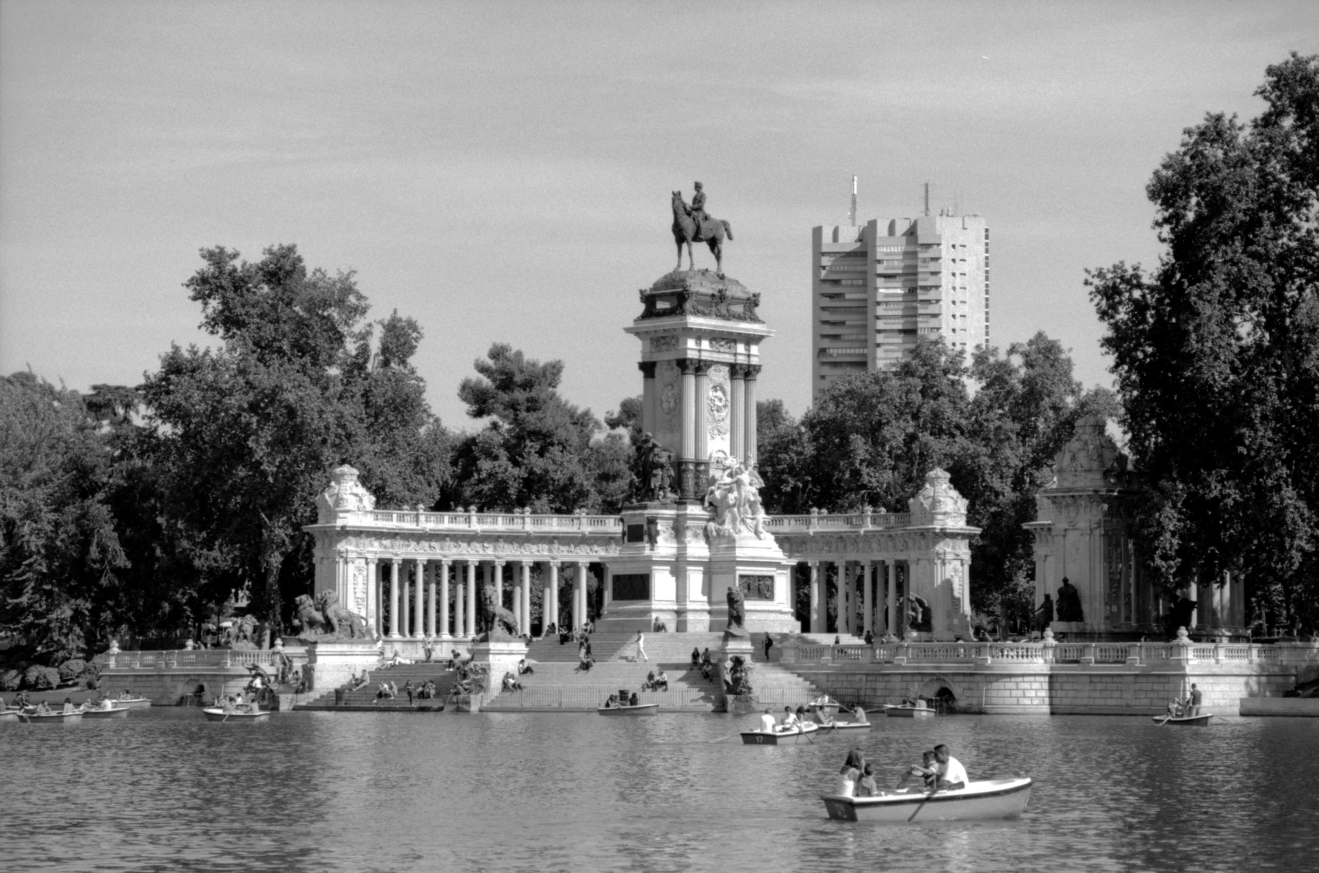 Photo 4646103602 parque del buen retiro madrid for Parque del retiro madrid