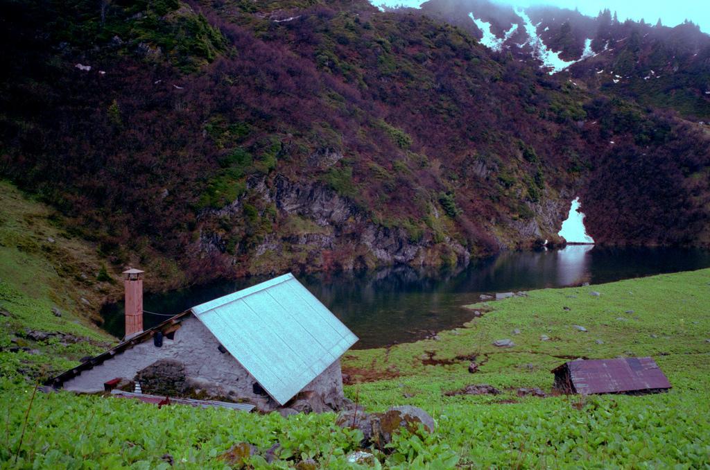 Cabane des Cornaches